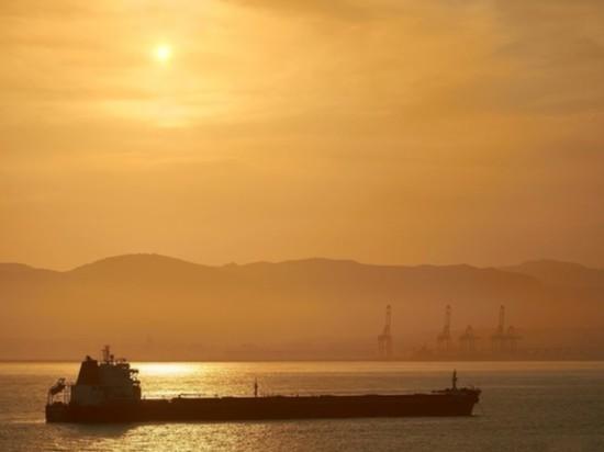Захваченный в Оманском заливе танкер направляется в территориальные воды Ирана