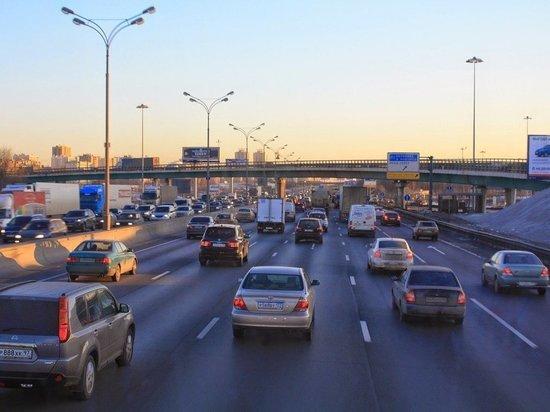 В МАДИ назвали главную причину обветшания дорог в Москве