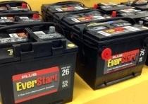 Местный житель и иностранцец стащили 8 аккумуляторов с грузовиков в Новом Уренгое