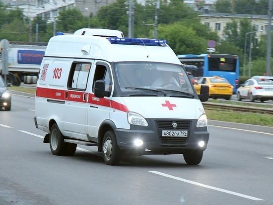 В Москве 10 пассажиров пострадали в столкновении автобуса с КамАЗом