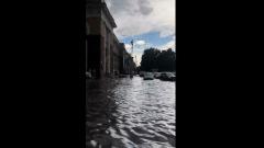 Сильнейший потоп в центре Кемерова попал на видео