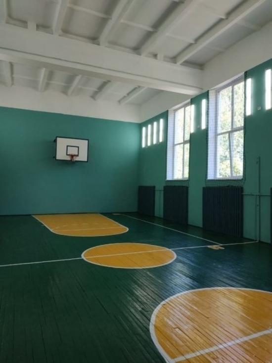 Спортивный зал отремонтировали в школе в Дедовичском районе