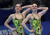 Российские синхронистки Светлана Ромашина и Светлана Колесниченко завоевали золотые награды в соревнованиях дуэтов на Олимпийских играх в Токио