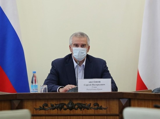 Аксенов призвал главу поселка Песчаное уйти в отставку из-за ресторанов