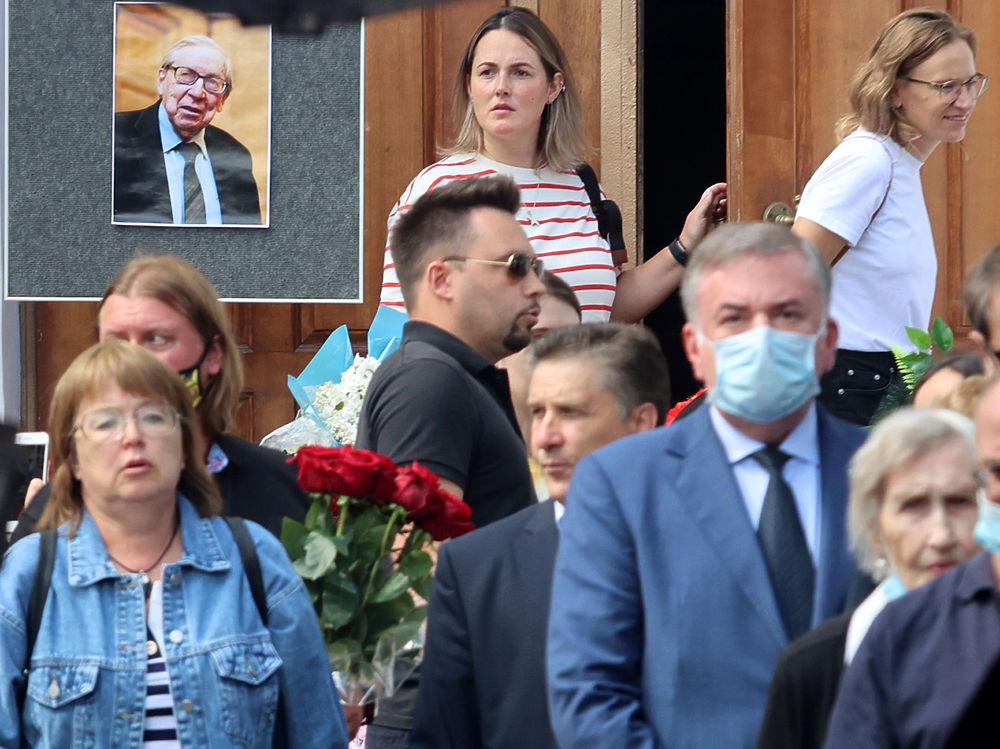 Журфак попрощался с любимым президентом Ясеном Засурским: кадры с церемонии