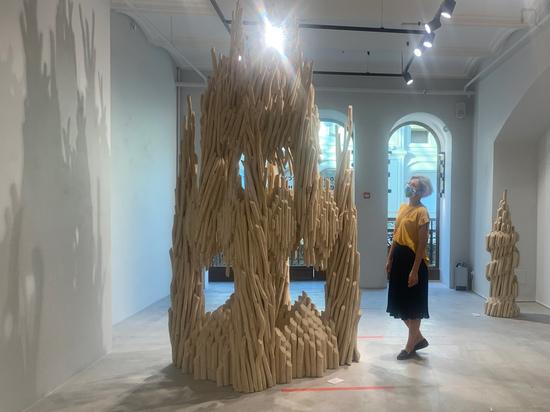 «Я — натуральный продукт», — говорит о себе Николай Полисский, который 21 год назад бросил живопись и начал строить фантастические арт-объекты из дерева в Никола-Ленивце