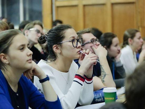 Минпросвещения разрешит учебным заведениям самостоятельно переходить на дистанционное обучение