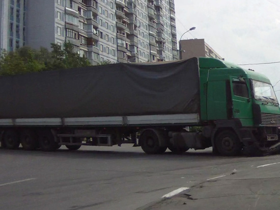 Автобус с вахтовиками столкнулся с грузовиком в Кузбассе