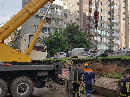 В Октябрьском районе Красноярска из-за ливня упала подпорная стена