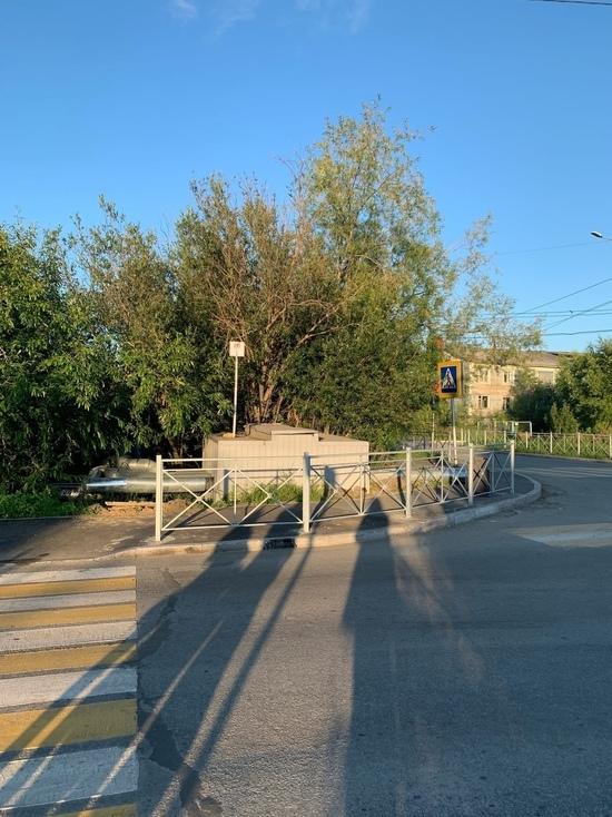 «Спрятанный» светофор на перекрестке Салехарда перенесут после жалоб в соцсети