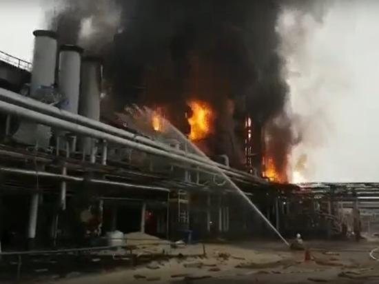 Крупный пожар на заводе под Новым Уренгоем сняли на видео