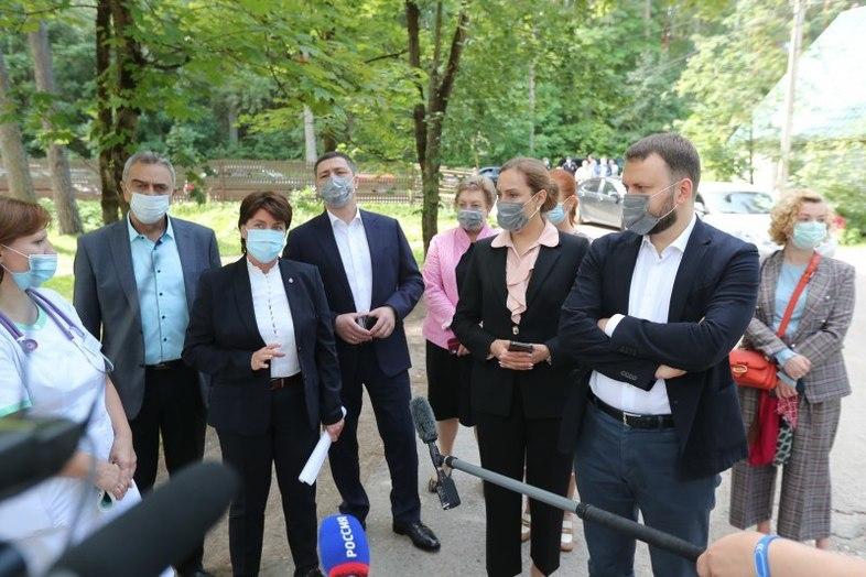 В Псковской области обсудили планы по модернизации медучреждений приграничных районов, фото-3