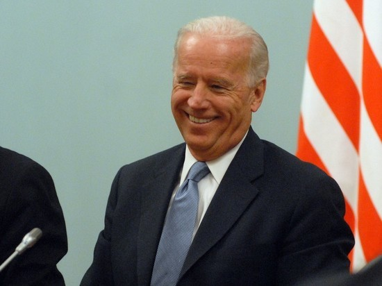 Bloomberg: ошибка Байдена приведет его в «ловушку Путина»