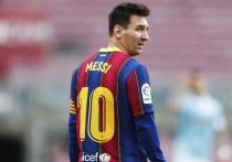 """""""Барселона"""" осталась без Месси. Клуб официально объявил, что не будет продлевать контракт со своим самым звездным игроком последнего десятилетия. Лионель Месси стал свободным агентом больше месяца назад, и все это время мы ждали результата сложных переговоров, Судя по всему, стороны не договорились."""