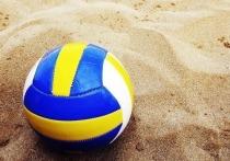 Американские волейболистки Эйприл Росс и Алекс Клинеман выиграли золотые медали в соревнованиях по пляжному волейболу