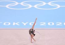 Сестры Дина и Арина Аверины из России заняли первое и второе места соответственно в квалификации в художественной гимнастике в личном многоборье среди женщин на Олимпиаде в Токио