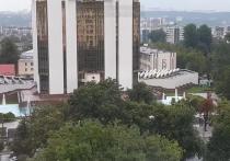 Зачем во дворце президента Санду во время ливня работают фонтаны