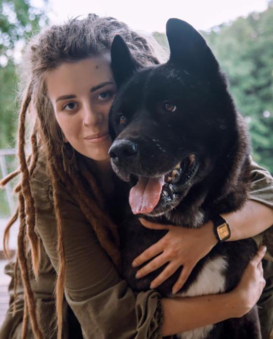 В Балашихе установят памятник псу, который убирал за собой