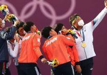Олимпиада-2020 в Токио подходит к концу – уже в воскресенье, 8 августа, состоится церемония закрытия. Большинство комплектов медалей уже разыграно, а олимпийцы-победители прилетели на родину. Самое время вспомнить, что страны дарят своим триумфаторам Олимпиады.