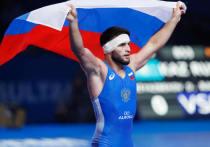 Россиянин Гаджимурад Рашидов одолел представителя Венгрии Измаила Мусукаева в битве за бронзу в вольной борьбе в весовой категории до 65 кг со счетом 5:0