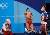 Российская художественная гимнастика впервые за 25 лет осталась без золота в многоборье. Дина Аверина забрала лишь серебро – катастрофа для России в этом виде спорта. Спортсменка, тренеры и руководители федерации обвинили в этом судейство. «МК-Спорт» собрал реакцию всех.