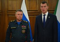 В Хабаровск министр МЧС Евгений Зиничев прилетел вместе с  экспертной группой ведомства