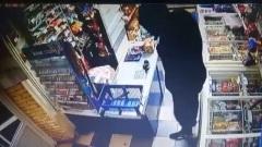 Разбойное нападение с пистолетом на павильон в Екатеринбурге