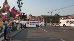 Москва горячо приняла российских олимпийцев: видео с Красной площади