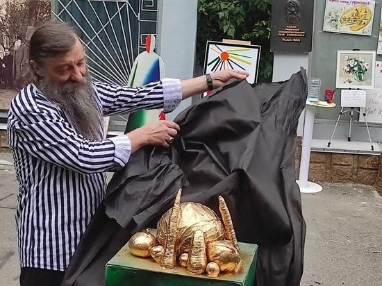 В Курске открыли памятник борщу