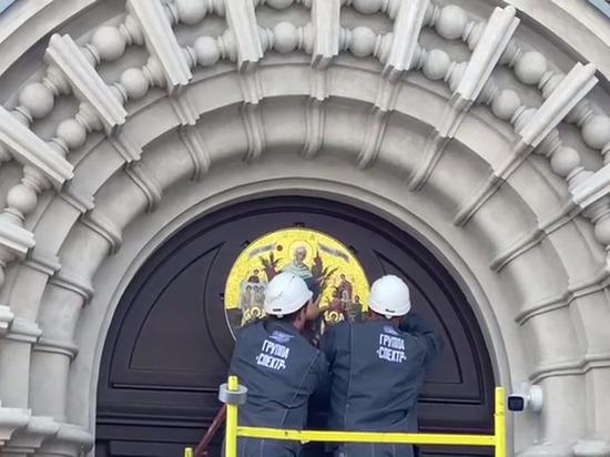 Над входом в Скорбященскую церковь восстановили историческую мозаику