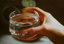 Медики советуют пить больше жидкости летом как минимум в полтора раза