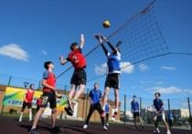 К открытому уличному турниру по волейболу «Играй, как «Факел» готовятся в Тарко-Сале
