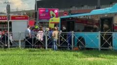 В Петербурге рейсовый автобус врезался в фонарный столб: кадры аварии