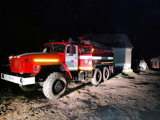 На пожаре в Волгоградской области развернули мобильный пункт управления