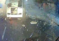 После взрыва в одном из маршрутных автобусов Воронежа, предварительно, следствием рассматриваются три версии произошедшего, сообщают СМИ