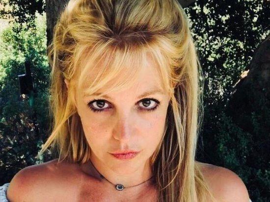 Отец Бритни Спирс согласился отказаться от опекунства над ней