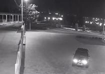 Волгоградец на своем ВАЗ-2107 разъезжал по тротуарам у подножия Мамаева кургана в парке «Победа»