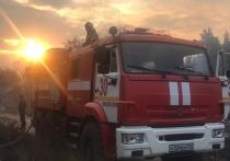 Крупный пожар удалось потушить сегодня утром, сейчас продолжается проливка отдельных очагов