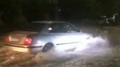 Проливной дождь затопил улицы Анапы и Славянска