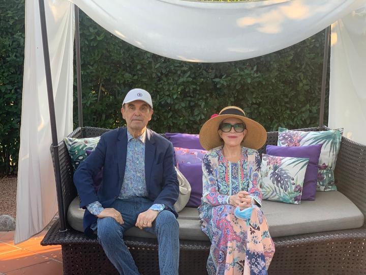 Инна Чурикова появилась в Швейцарии в невероятной шляпе