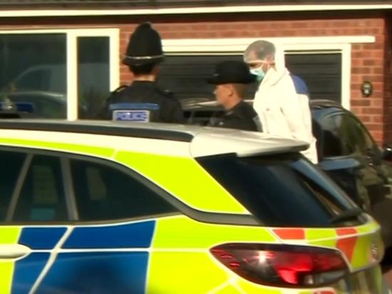 В Великобритании необъяснимо скончались трехлетний ребенок и полицейский