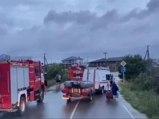 Подтоплены детские лагеря, перекрыты трассы: последствия бури на Кубани