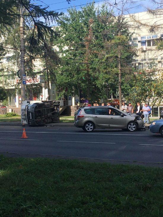 В произошедшем в Курске тройном ДТП пострадал 52-летний водитель