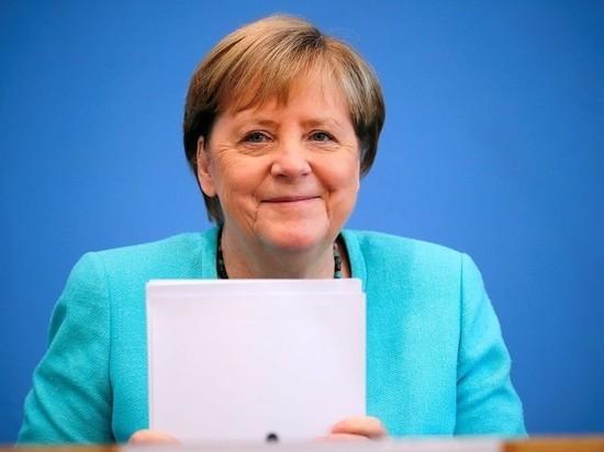 Германия: Пенсия Меркель составит 65% от зарплаты