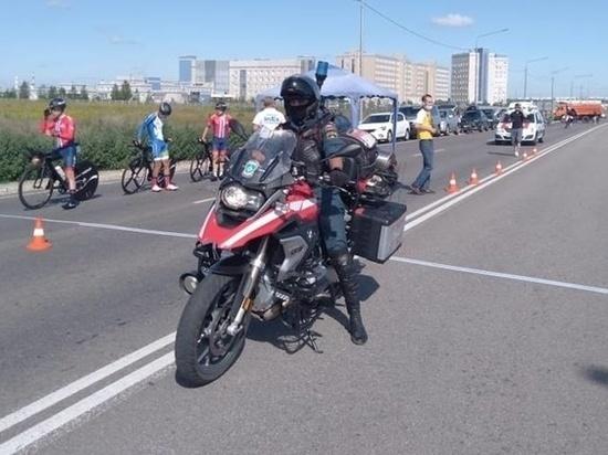 Мотогруппа курских спасателей обеспечивает безопасность Всероссийских соревнований по велоспорту