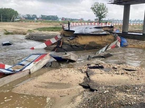 В Анапе перекрыли три участка федеральной трассы