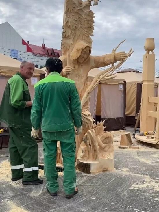 В международном конкурсе парковой скульптуры «Легенды Севера» победил мастер из ЯНАО