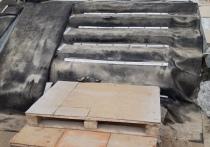 Деревянная конструкция шатается: на опасные ступени крыльца у почты жалуются жители Ноябрьска