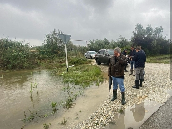 В Анапе продолжают устранять последствия обрушившегося на Черноморское побережье циклона