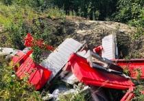 Неизвестные устроили свалку из пластиковых ограждений в лесу Ноябрьска